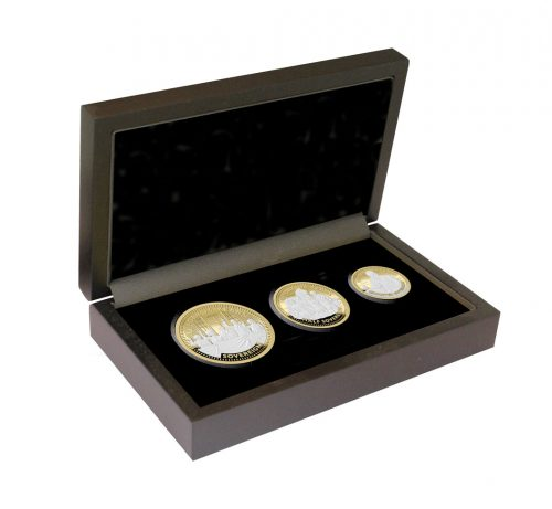 The 2020 VE Day 75th Anniversary Gold Prestige Sovereign Set